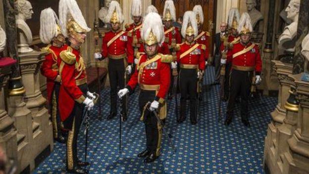 即使是英国人也忘记了一些传统仪式的礼仪。(Getty Images)